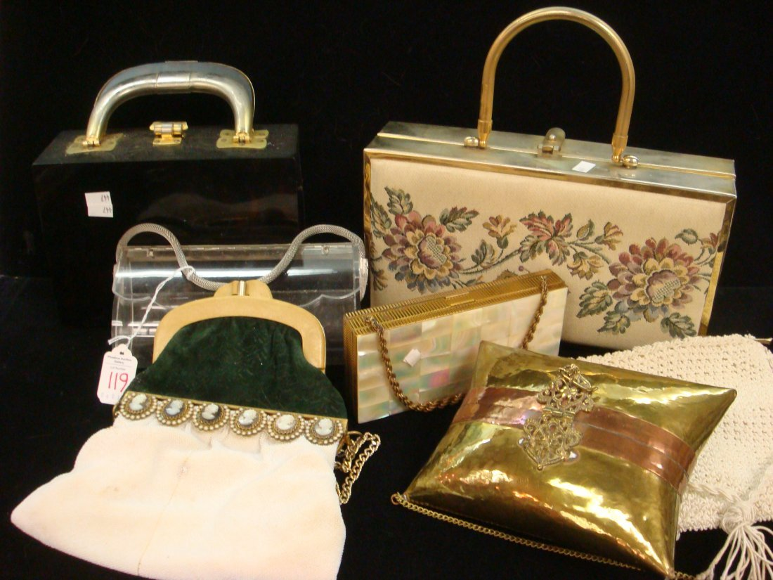 119: Eight Vintage Ladies Purses: