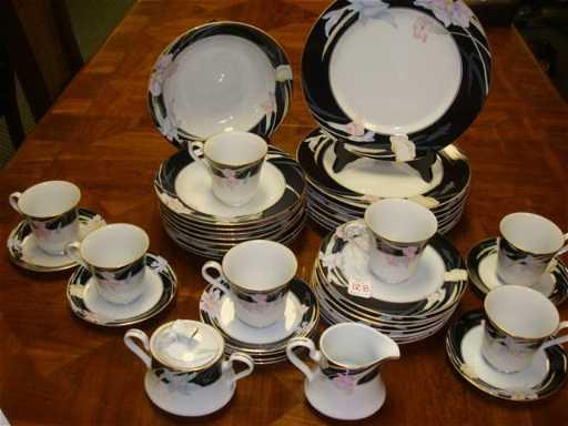 128: Set of MIKASA Charisma Black Dinnerware: