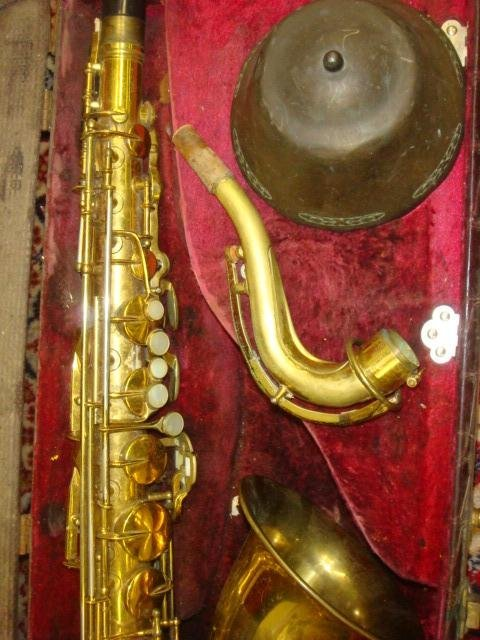 398: 1955 HN WHITE King Zephyr Tenor Saxophone in Case: - 2