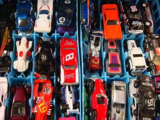 211: Two Hot Wheels Cases with Cars: - 3