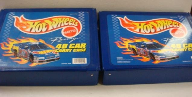 211: Two Hot Wheels Cases with Cars: - 4