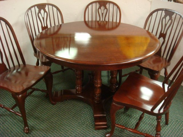 14: Mahogany Table with 6 Windsor Chairs: