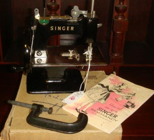 16: Singer Sew Handy Model 20 Sewing Machine in Box: