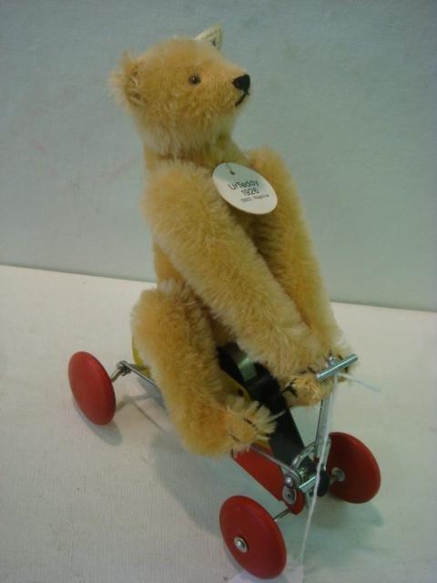 21: STEIFF Teddy Bear on Cart 1926 Replica: