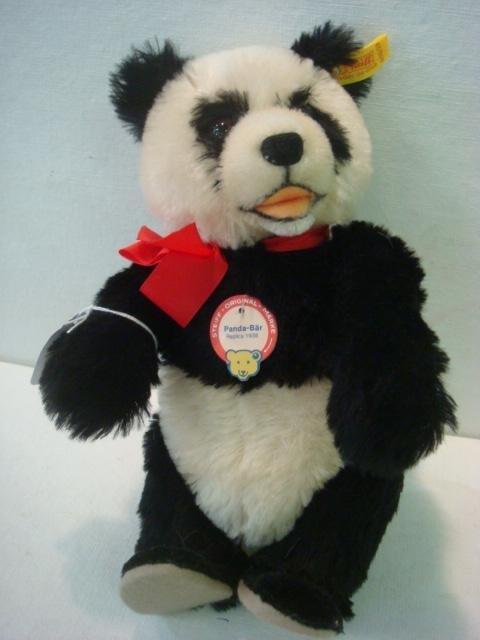 22: STEIFF Panda Bear, 1938 Replica: