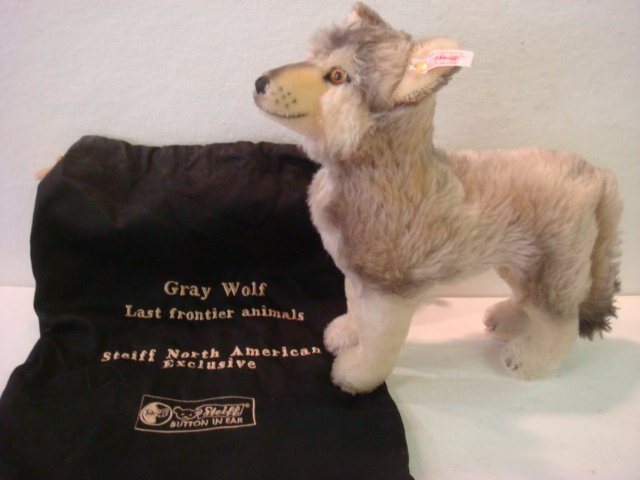 23: 2003 Limited Edition STEIFF GRAY WOLF with Bag:
