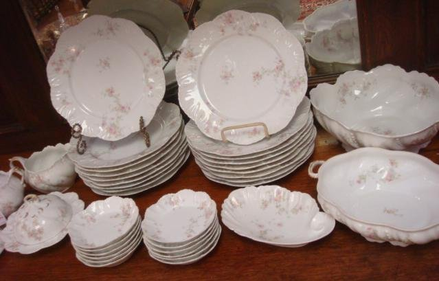 304: LANTERNIER Limoges Scalloped Rim Dinnerware, 100+