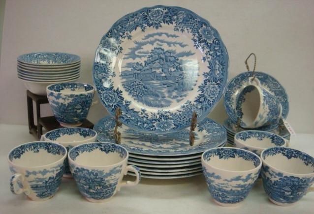 8: SALEM CHINA English Village Dinnerware, 32 Pieces: