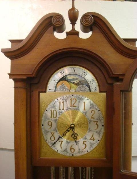 138: COLONIAL MFG CO Longcase Grandfather Clock: - 2