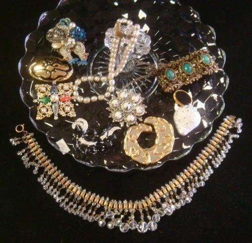 25: Ladies Costume Jewelry on FOSTORIA AMERICAN Tray: