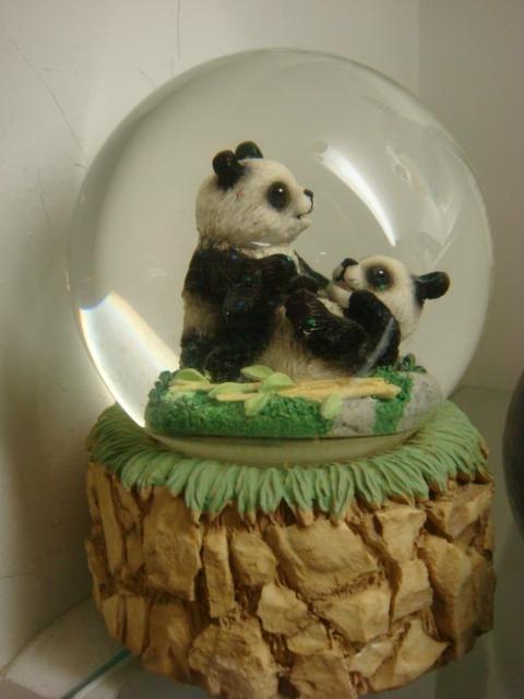 239: Panda Themed Snow Globe, Cookie Jar, Night Light: - 2