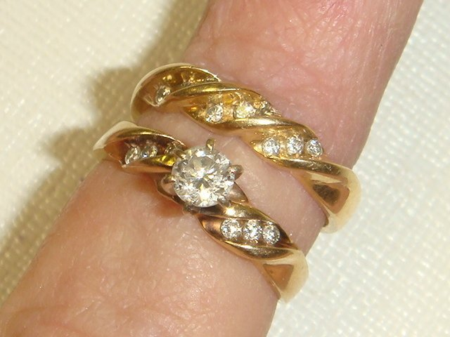 41: Eight Gold Rings, .88 OZs of 10 and 14KT Gold: - 2