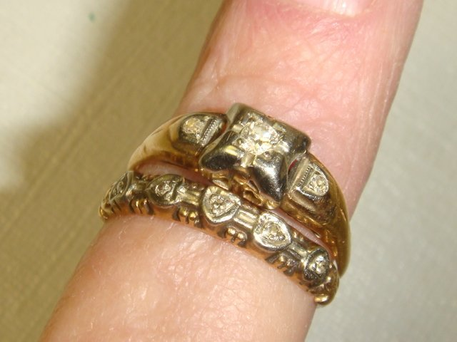 41: Eight Gold Rings, .88 OZs of 10 and 14KT Gold: - 3