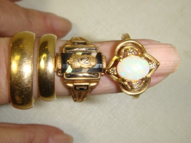 41: Eight Gold Rings, .88 OZs of 10 and 14KT Gold: - 4