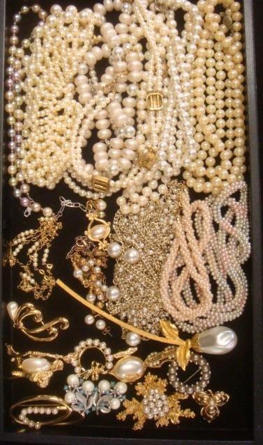 Ladies Costume Pearl Jewelry: