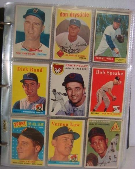 600+ 1950's & 60's Baseball Cards in 3-Ring Binder: