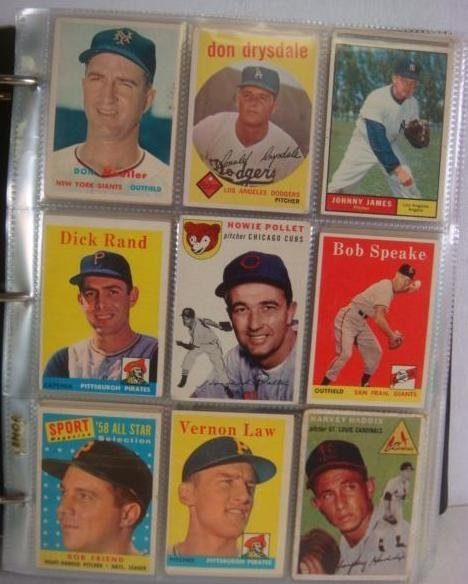 600+ 1950's & 60's Baseball Cards in 3-Ring Binder: