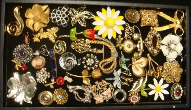 Medley of Ladies Costume Jewelry Pins: