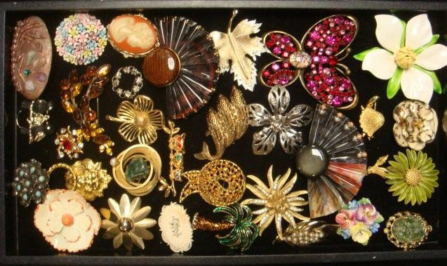 Collection of Ladies Costume Jewelry Lapel Pins: