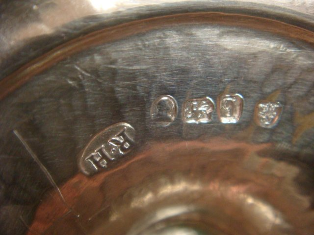 Robert Hennell III Sterling Individual Teapot: - 3