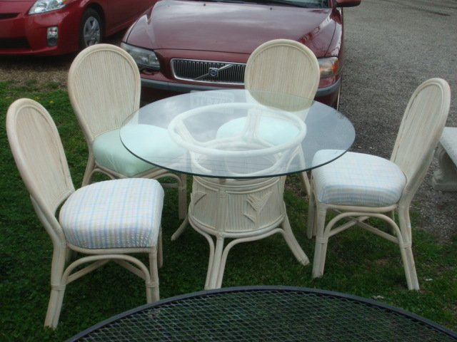 Royal Design Inc. Patio Table w/Four Chairs: