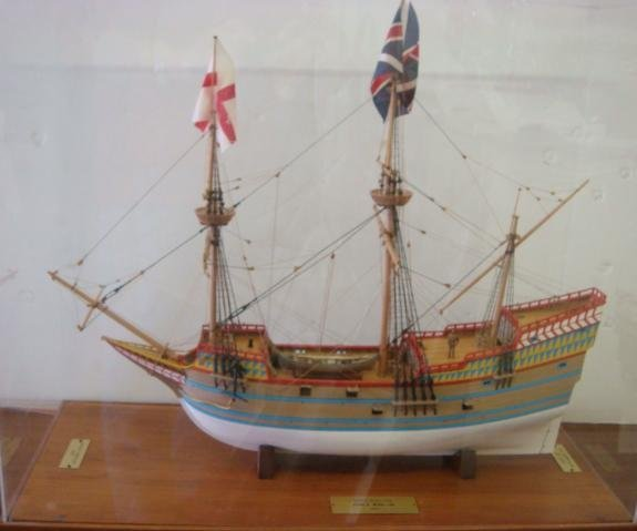 Fully Rigged Model of Galleon SUSAN CONSTANT in Case: