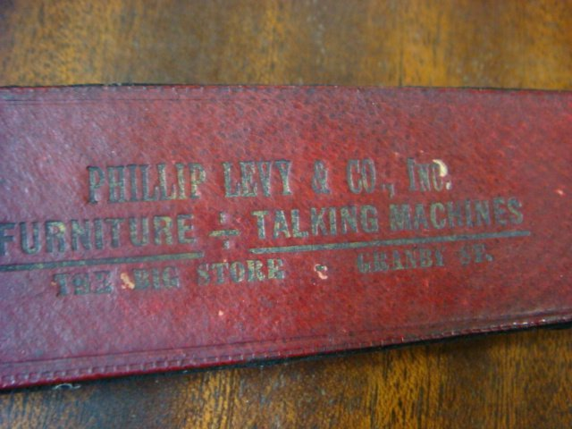 1928 VV 4-20 14139 VICTROLA W/Extra Needles & Records: - 4