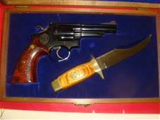 SMITH & WESSON, MODEL 19.3 TEXAS RANGER W/BOWIE KNIFE