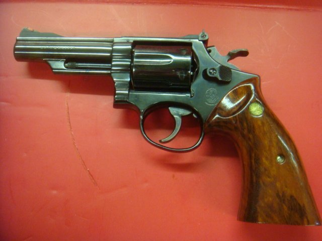 SMITH & WESSON, MODEL 19.3 TEXAS RANGER W/BOWIE KNIFE - 2