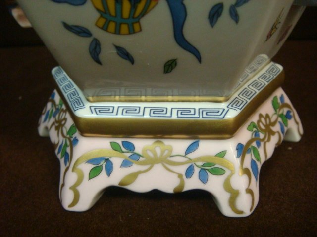 """Franklin Mint Vase of """"One Hand Flowers""""; - 4"""