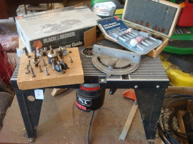 CRAFTSMAN 1 1/2 HP Router with Small Mounting Table: