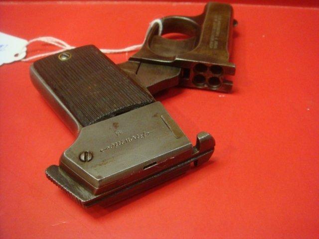 MOSSBERG, Brownie 22 CAL Four Barreled Pocket Pistol: - 2