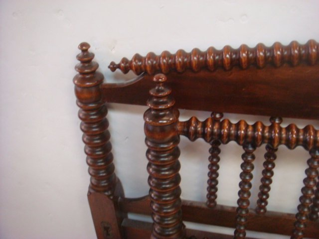 19thC. Full Size Jenny Lind Spool Bed with Rails: - 2