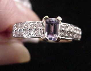 13: 14KT Gold with Tanzanite and Diamond Ring: