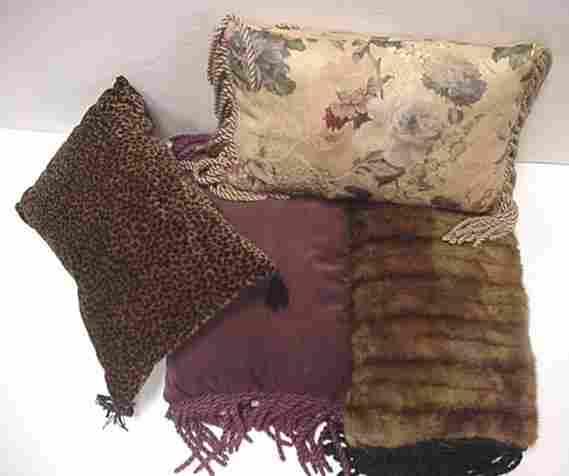 4 Decorator Accent Pillows