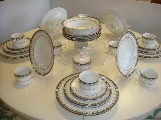 "FARBERWARE ""Ardsley"" Dinnerware Service for Eight:"