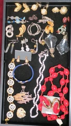 Group of Ladies Costume Jewelry:
