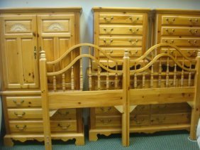 Broyhill Golden Pine 5 Piece King Size Bedroom Set: