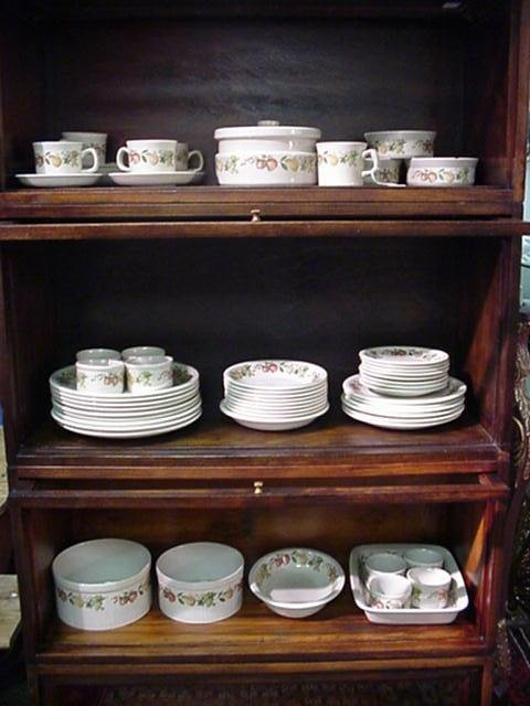 352, Wedgwood Quince Pattern Oven to Table Ware: Includ