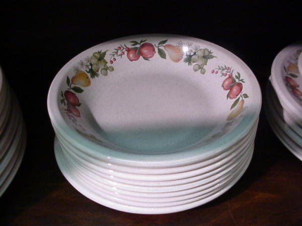 352, Wedgwood Quince Pattern Oven to Table Ware: Includ - 2