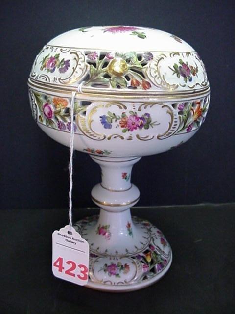 423: Dresden Handpainted Pedestal Covered Potpourri: