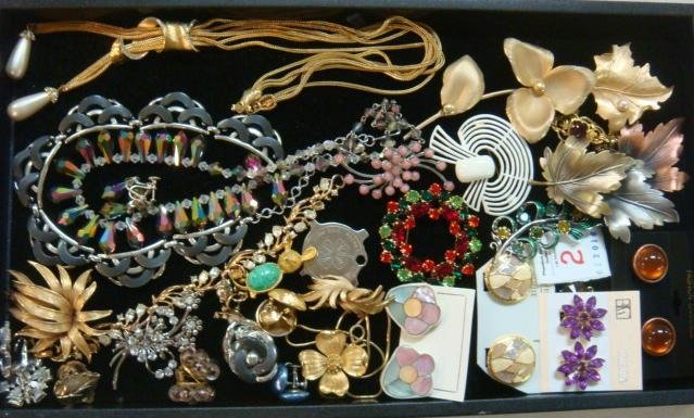 Mixture of Fashion Necklaces, Pins and Earrings: