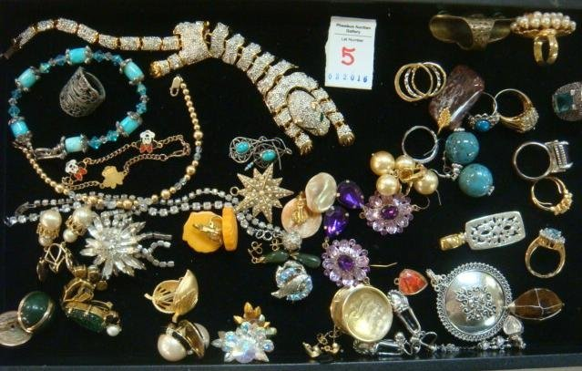 Collection Ladies Costume Rings, Earrings & Bracelets: