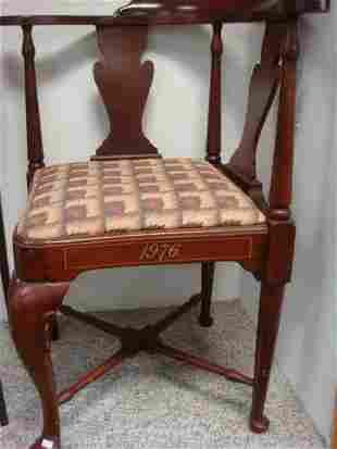 HICKORY Bicentennial Mahogany Corner Chair: