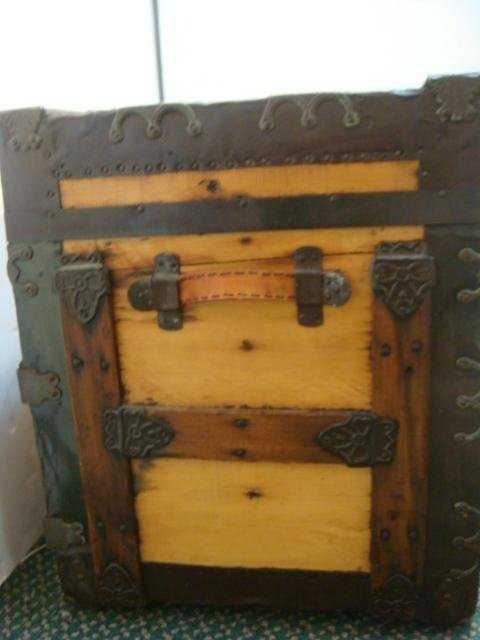 Oak Banded Trunk with Wide Metal Corners: - 4