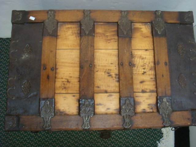 Oak Banded Trunk with Wide Metal Corners: - 5