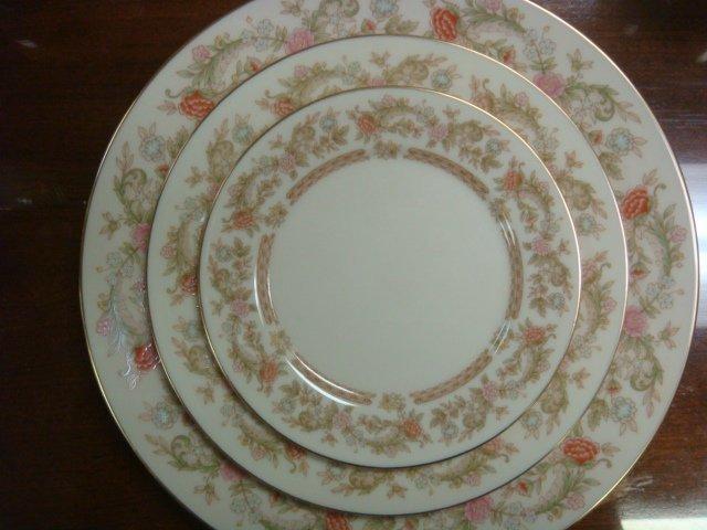 LENOX Helmsley Dinnerware, 48 Pieces: - 2