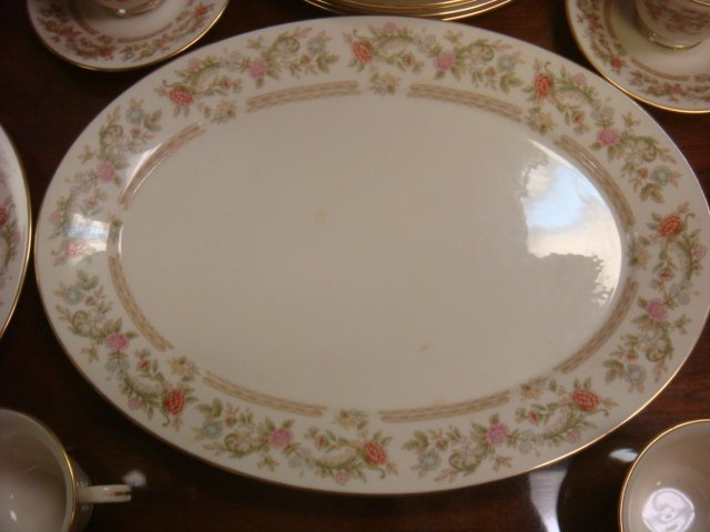 LENOX Helmsley Dinnerware, 48 Pieces: - 5
