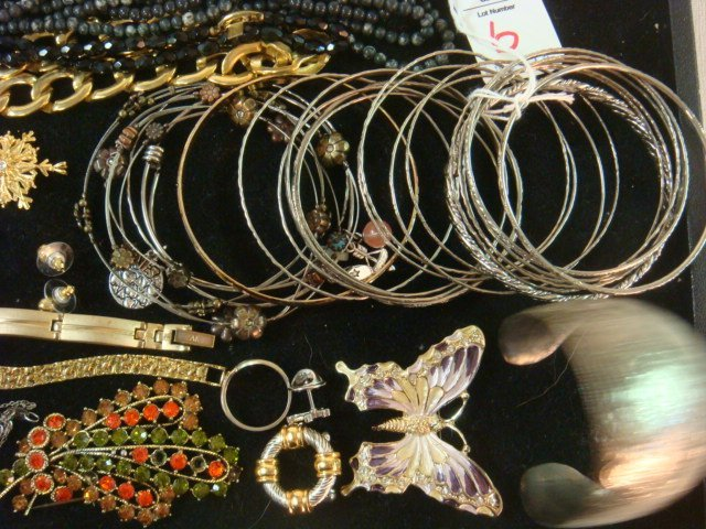 Medley of Ladies Costume Jewelry: - 3