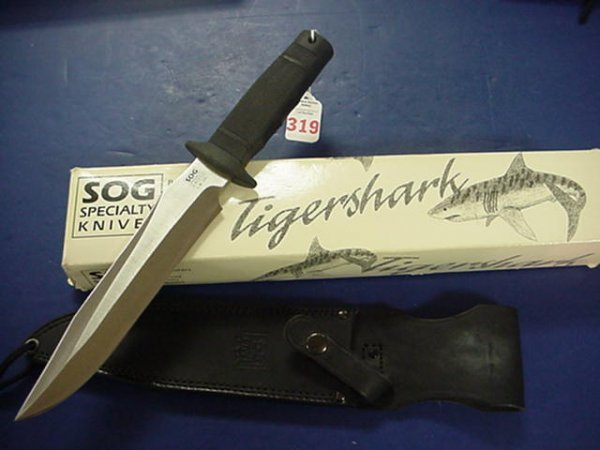 319: SOG Tigershark Bowie Style Fighting Knife